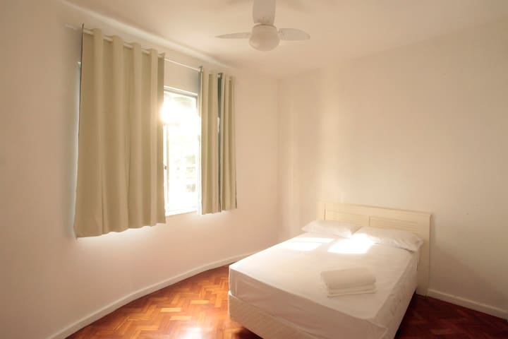 Charming Large room w AC, WiFi, TV