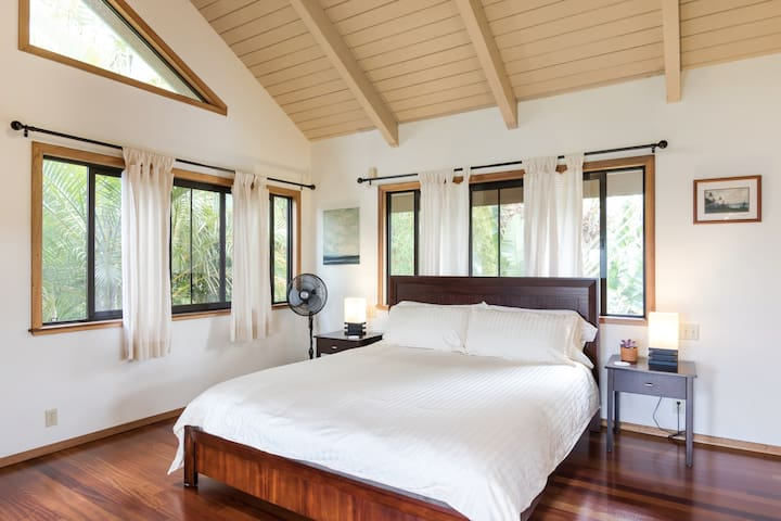 Spacious Guesthouse with Ocean View