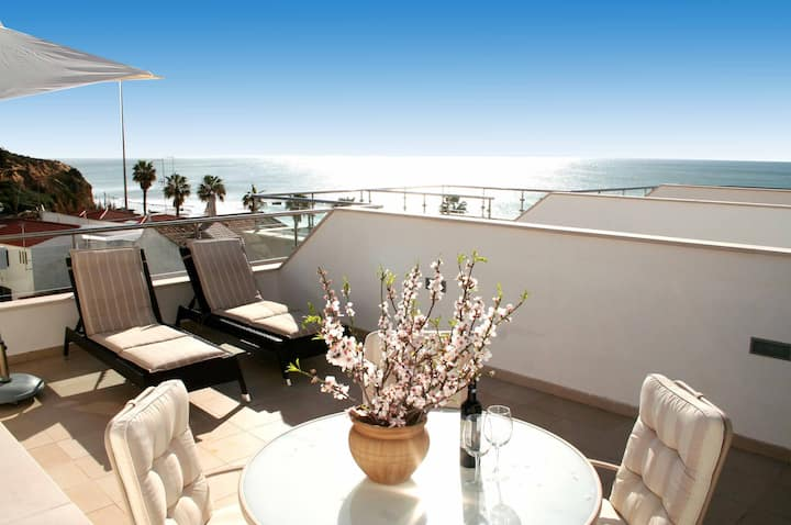 Beach-side Apartment - Beautiful Sea Views + Pool