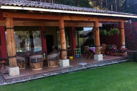 Preciosa casa colonial con vista al lago - Valle de Bravo - 獨棟