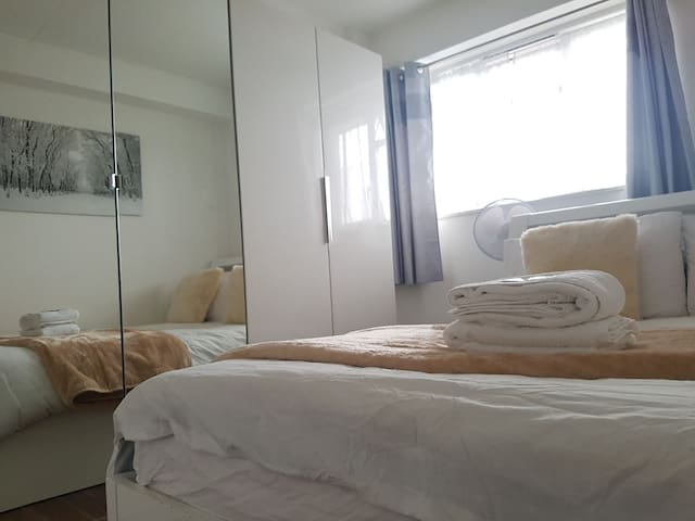 Warm Double Room Near the City