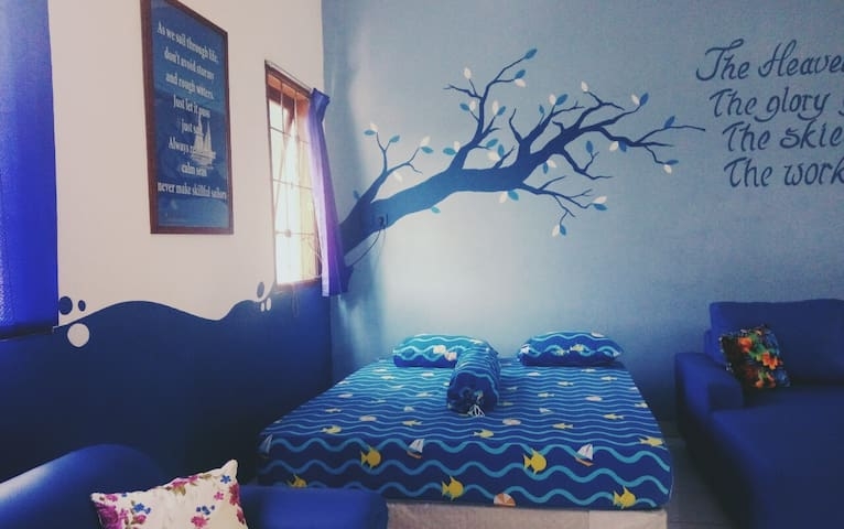 The Blue Sky Room in Pamulang - Pamulang - Bed & Breakfast
