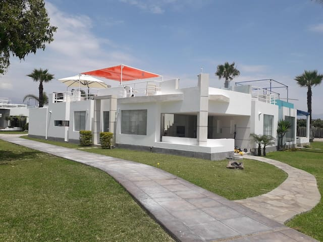 Bella casa en exclusivo Condominio Palabritas