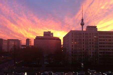NICE ROOM IN THE MIDDLE OF BERLIN / SCHÖNES ZIMMER - Berlin