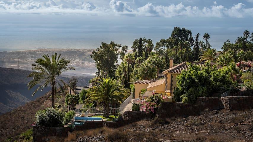El Chalet with ocean and dunes
