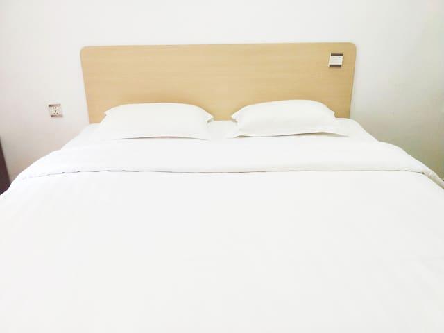 大床房,如家酒店,可步行到海边和码头(go to Koh Rong Island),美食, 市中心