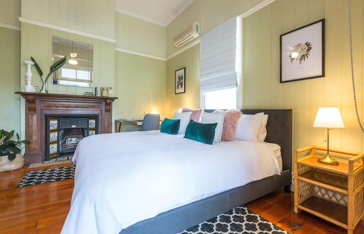 The King Suites @ 99 Kirkland Bed & Breakfast