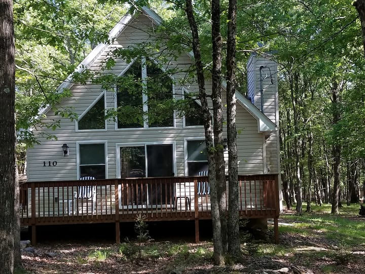 Comfy CHALET: outdoor amenities& WIFI-All seasons.