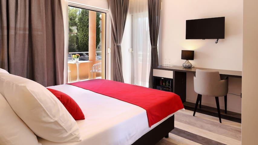 Double room (balcony,breakfast) in pool&spa Villa - Split - Bed & Breakfast