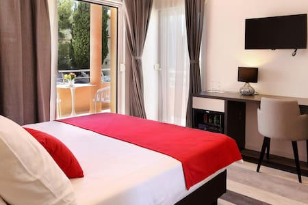 Double room (balcony,breakfast) in pool&spa Villa - Split