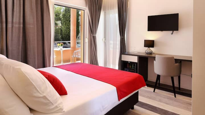 Double room (balcony,breakfast) in pool&spa Villa