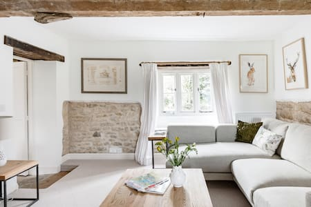 Baskerville Cottage-—Countryside Boutique Retreat