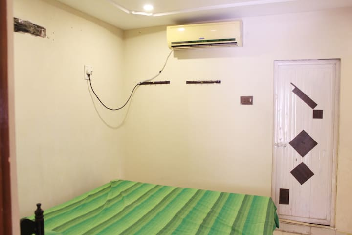 AC flat at reasonable price- up to 7 stay