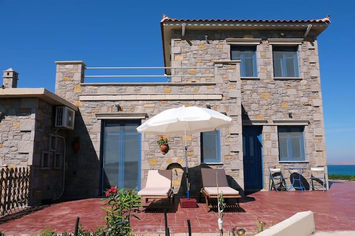 Fanaraki Villas: Luxurious seaside house
