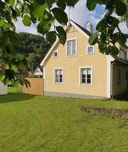 Nyrenoverad lägenhet i Centrala Båstad