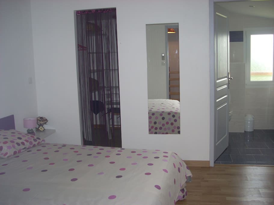 chambre principale avec sa douche à l italienne
