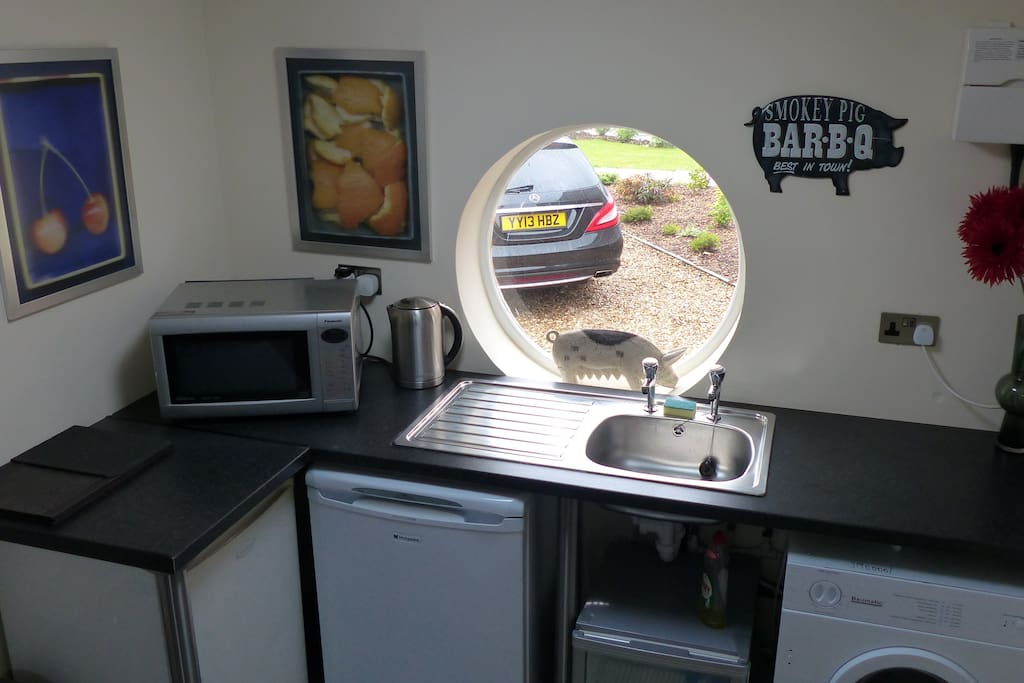 Kitchenette - microwave, tea making and fridge