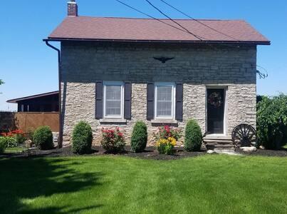 Secluded historical home near Cedar Point& islands