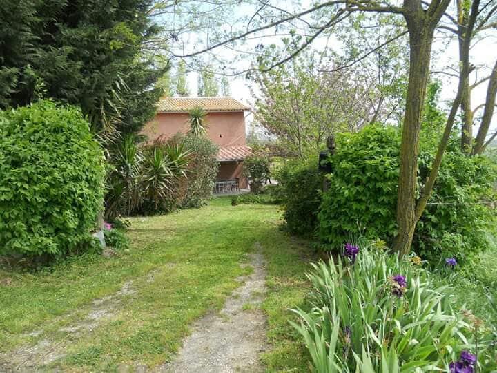Casale nei ciliegi a Celleno