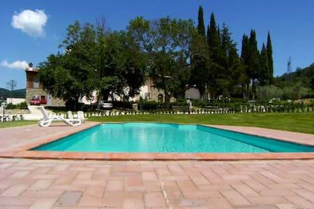 Appartamento I Glicini con piscina condivisa - Lucolena In Chianti - Flat