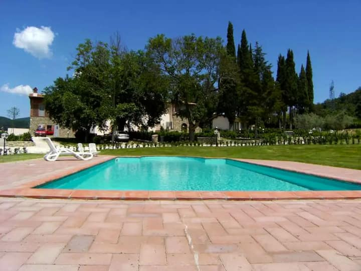 I Glicini Apartment, with shared swimming pool