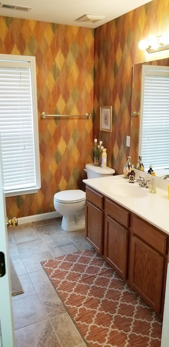 Guest bath with linens