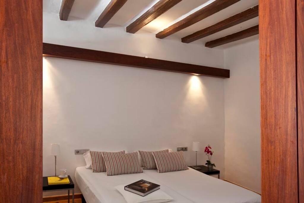 Dormitorio interior con 2 camas separadas conectado con dormitorio principal