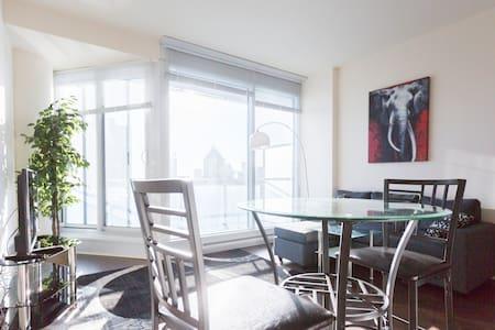 SkyBalcony 30t Floor Downtown Condo - Montréal - Condominium