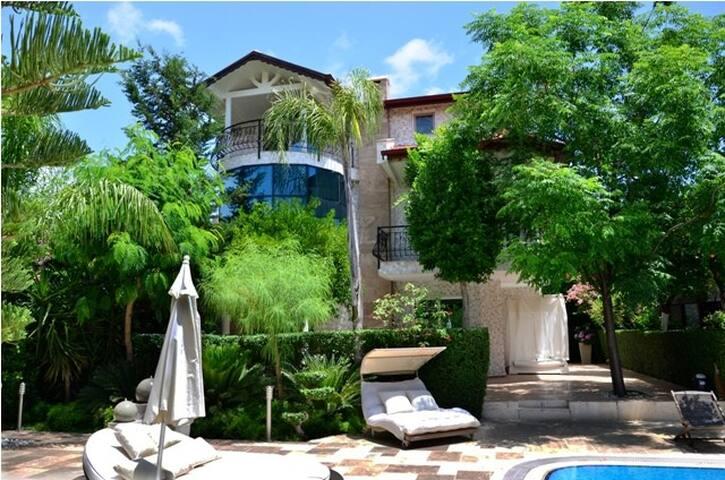 KİRALIK VİLLALAR ortak havuzlu - Çamyuva Belediyesi - Villa