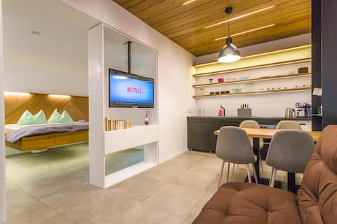 🛎  Emun Studio  , Old Town, Smart, Netflix&Relax.