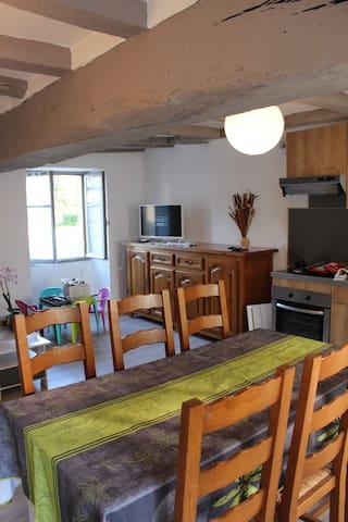 La salle à manger salon cuisine