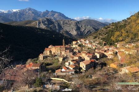 Charmant F2 dans joli village Corse