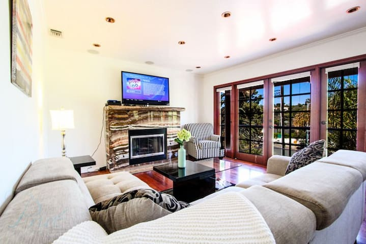Gorgeous Two Bedroom Santa Monica Villa - Santa Monica - House