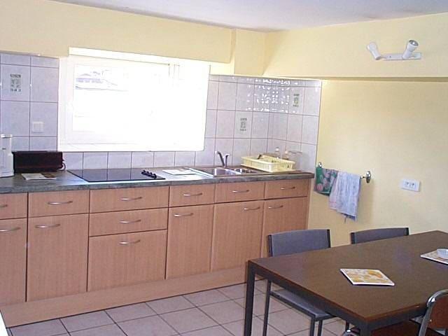 Chambre avec douche privée, TV, Wifi, frigo, (25) - Montbéliard - Apartament