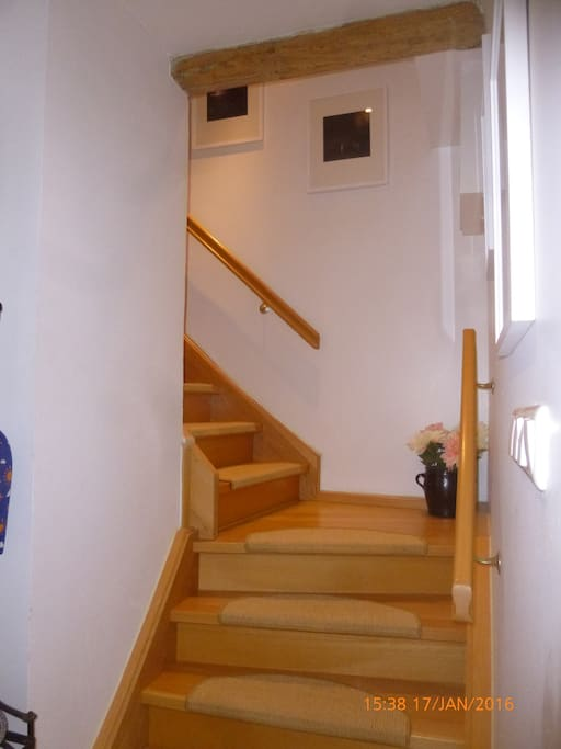 Treppenaufgang zu den Zimmern Stairs to the guests rooms