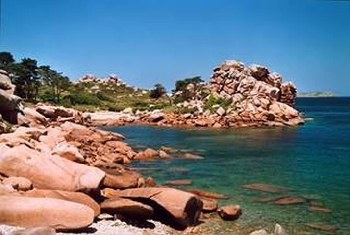 Côte Granit rose, maison proche plage