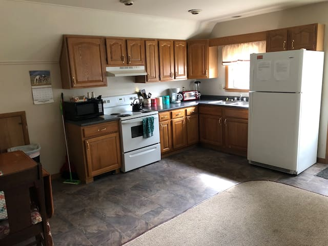 Kitchen (with recently updated flooring)