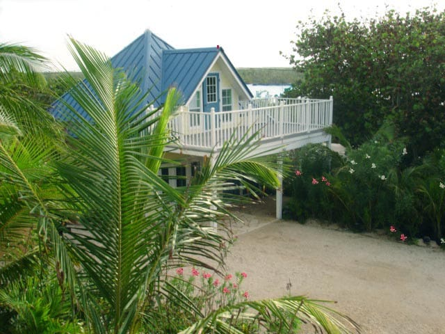 Cayman Cottage by the Sea - East End - Stuga