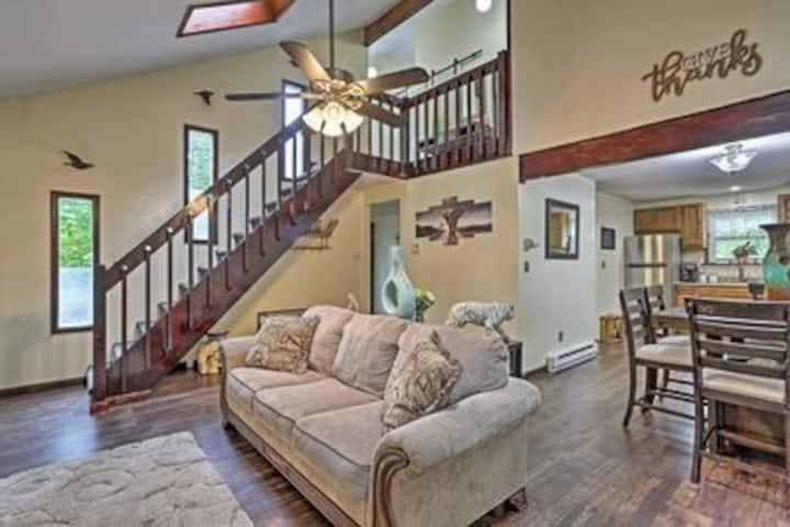 Cozy Resort Home <15  Mi to Camelback Poconos