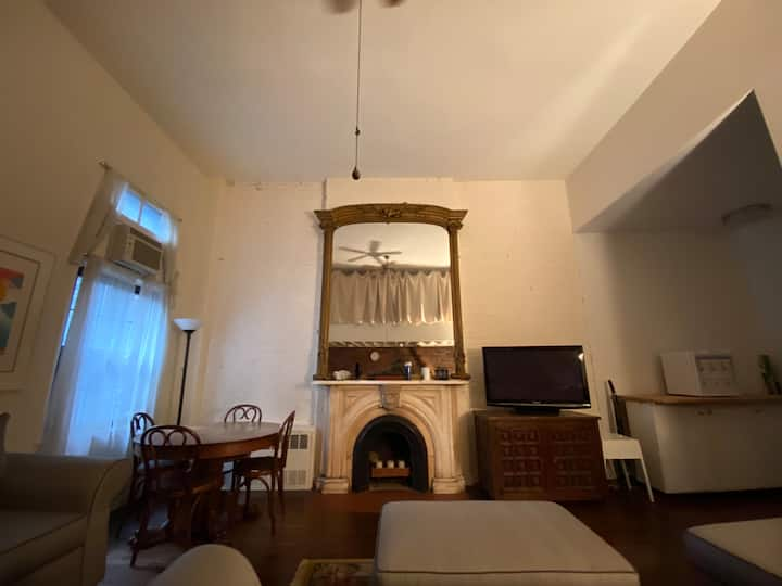 Private room in large Chelsea townhouse apt