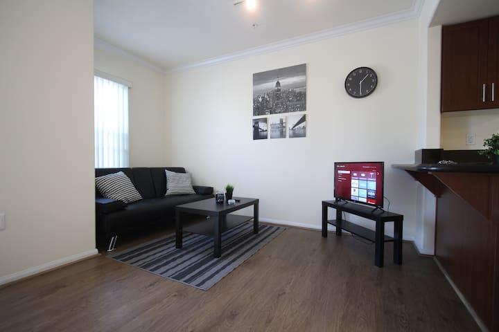 Luxury DTLA Apartment, FREE parking, Pool&Jacuzzi