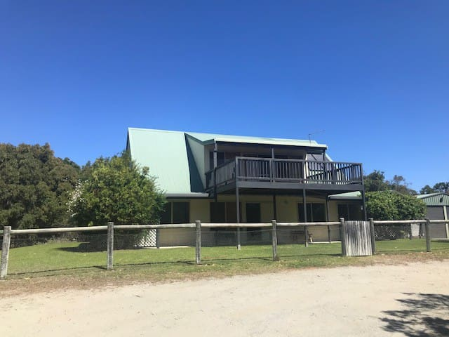 The cottage Shoal Bay Retreat in Albany