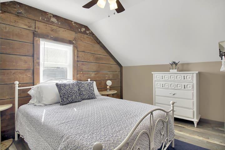 Queen sized bedroom upstairs.