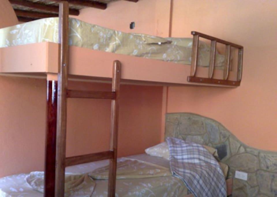 Apartamento Studio.  Capacidad 6 pax Distribución 1 Cama Matrimonial, 2  Camas literas.