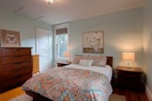 Comfortable Queen Bed in Spacious Room. Platform bed with nice linens. Black out shades.