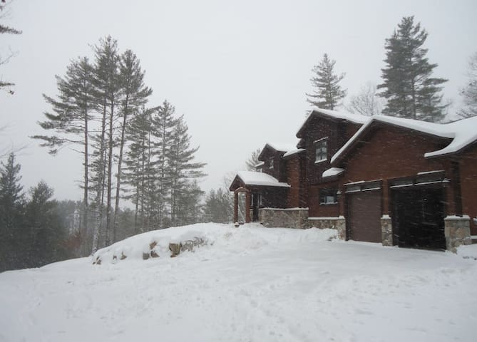 Luxury Mountain Home with Ambiance and Amenities - Thornton - Rumah