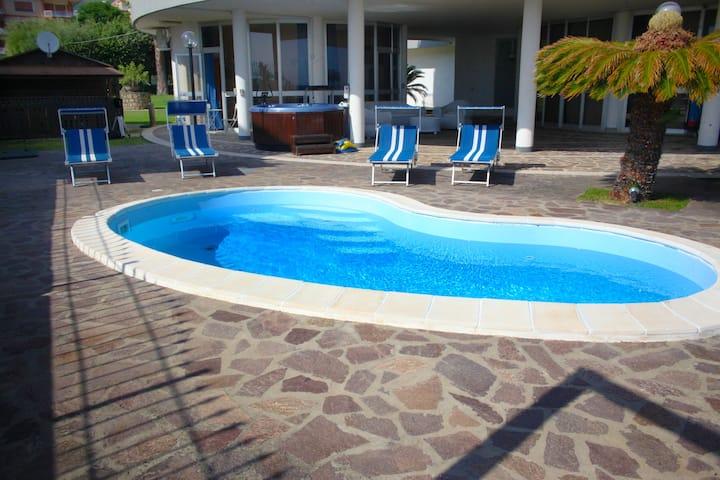 Monolocale in villa sul mare con spiaggia privata