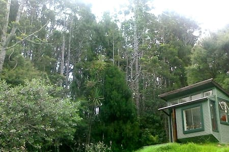 Pauper's Paradise - Holiday Cottage - Auckland