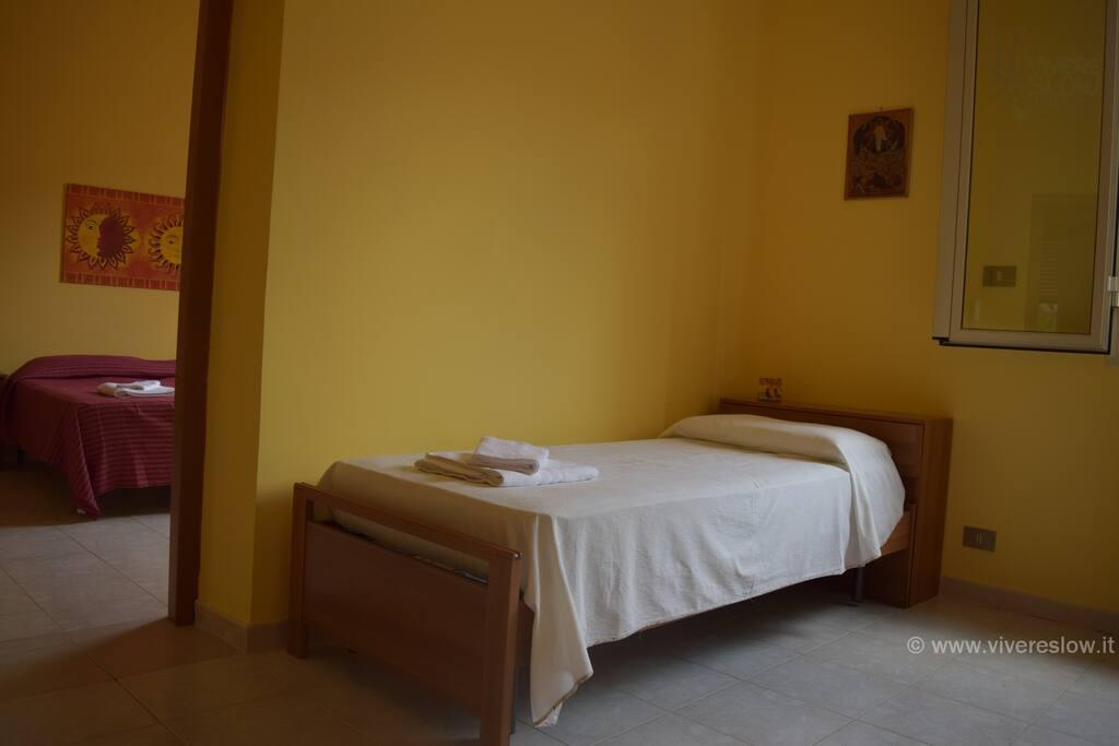 Due stanze comunicanti con bagno in camera