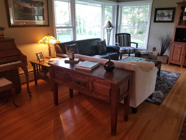 Entire private home on acreage next to Afton Alps
